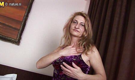 سینه های واقعی دختر قرمز مو هیجان انگیز فیلم سکس سگ با زن است.