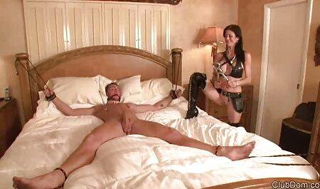 یک زن سیاه در یک کلیپ سکس انسان با حیوان آشپزخانه سفید رابطه جنسی دارد.