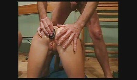 خدمتکار در خدمت صاحب است و منی را می فیلم سکس با خانواده خورد.