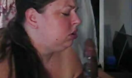 او یک مورد دیک بزرگ را در یک مورد به یک عکس دختر سکسی لخت دوست نشان داد.