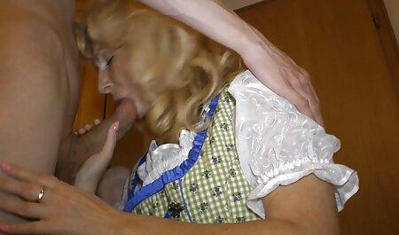 لیسیدن پاهای دختر قبل از فیلم سکس پاره شدن پرده بکارت مقعد.