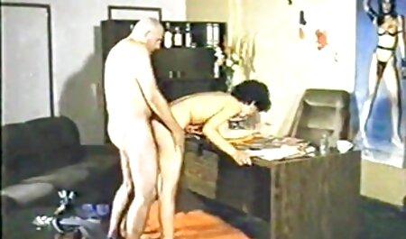 پزشک بیمار نمایش فیلم سکس خارجی را می کشد.