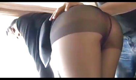دختر با رئیس در دفتر کلیپ سکس جذاب کار می کند.