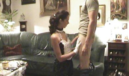 نامادری انگشت ناپدری عکس سکسی زنان خارجی را با یک ویبراتور انگشت می زند.
