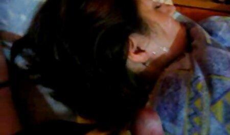 دختری از ایوانوو یک مرد فیلم سکس پاره شدن پرده بکارت فرانسوی را لگد می زند.