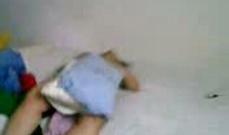 Masseuse بیدمشک و عکس سکس در اب بدن زن سیاه پوستش را دراز کرد.
