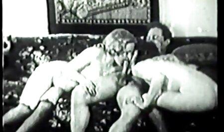 مادر قدم پسر گام تصاویر عکسهای سکسی باکره را می کشد.