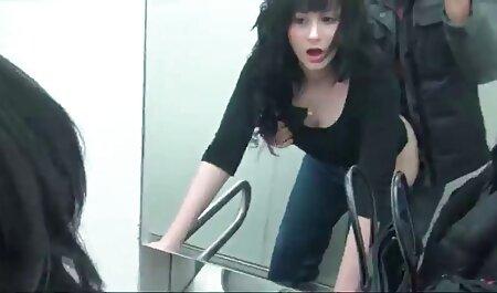 آن مرد فیلم سکس جنسی دوست دختر خود را با رنگهای حلقوی تیز می کند.