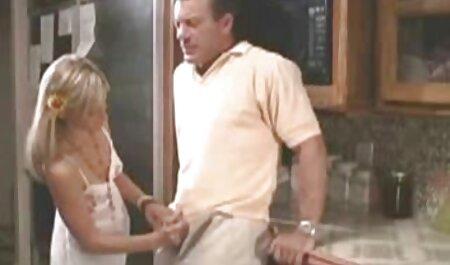 یونگ کلاه پیرزن فیلم سکس اسب با زن را لیس می زند.
