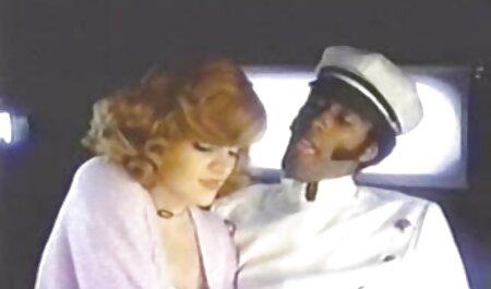 یک مرد سیاه پوست بلوند را به سکس در فیلم ها شکاف فالی سوق می دهد.