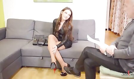 دمی سوترا دوست سفید پوست را لگد عکس سکس دهنی می زند.