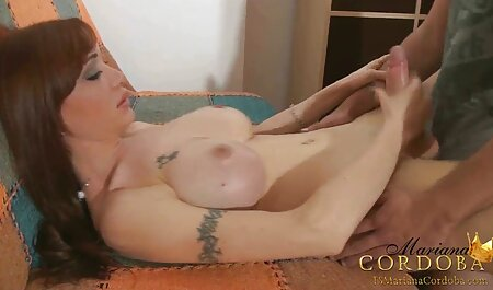 یکی از همسایگان خوابگاه عکس و کلیپ سکسی جوانان ، زنی را در یک تخته قلاب می کند.