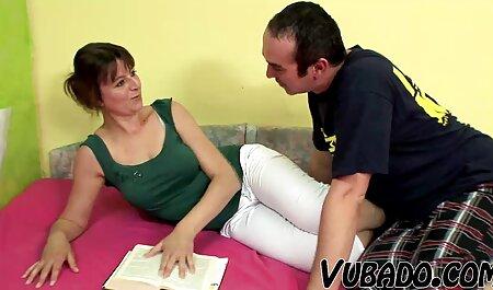 زنی بالغ را دانلود عکس فیلم سکسی روی نیمکت می اندازد.