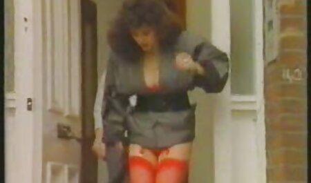 عمه کیر دیلدو را عکس سکسی و لختی انگشت می زند.
