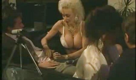 آلتا اقیان خروس خود عکس سوپر کون را با بالغ می مالد.